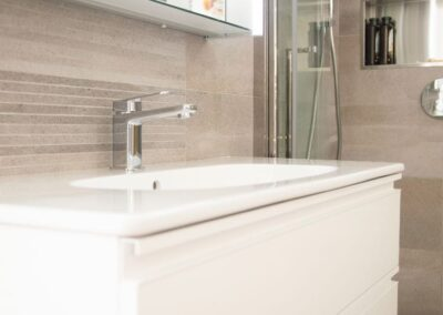 Formosa Showroom shows Bathroom with shower and free standing sink